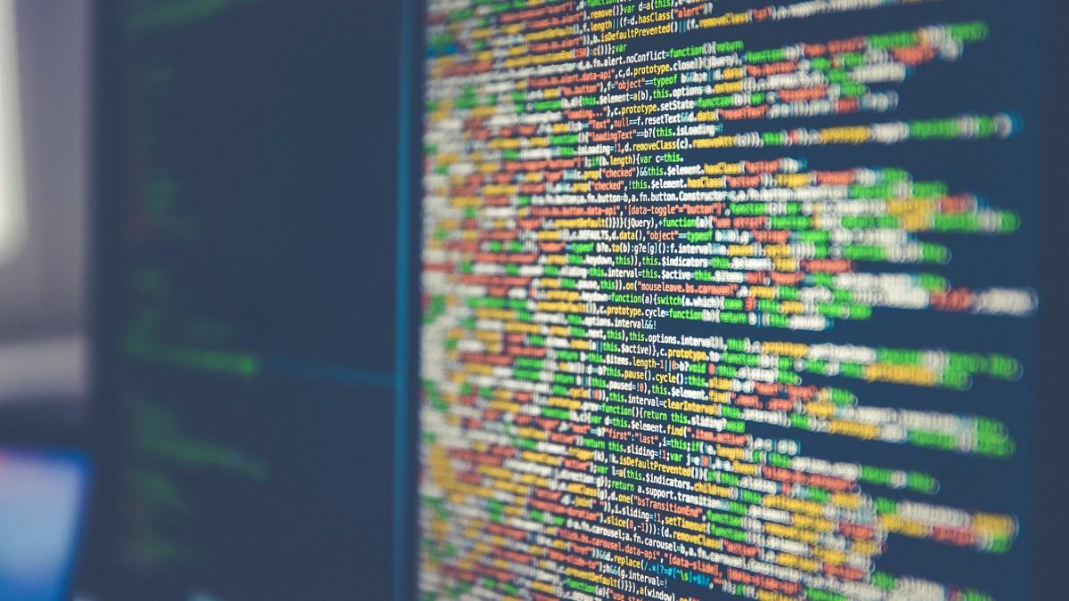 Osobní údaje na monitoru, která nemohou být v rámci GDPR zveřejněna.